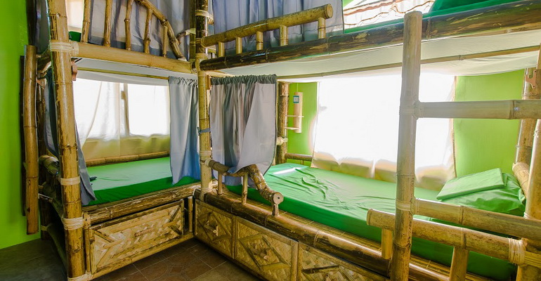 8 Bed Female Dorm Jeepney Hostel and Kite Resort Boracay