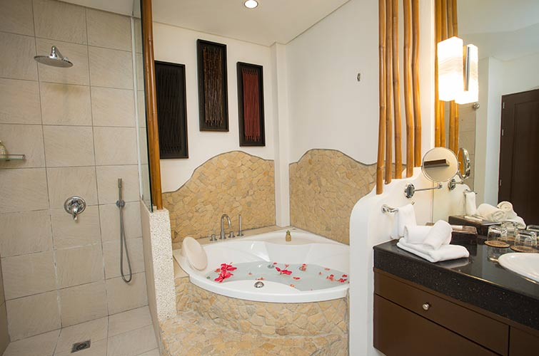 Family 2 Bedroom Suite with Jacuzzi